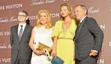 ルイ・ヴィトン特別展『Timeless Muses』レセプションパーティに来場したモデルのケイト・モス(中央右)と仏女優のカトリーヌ・ドヌーブ(中央左) (C)oricon ME inc.