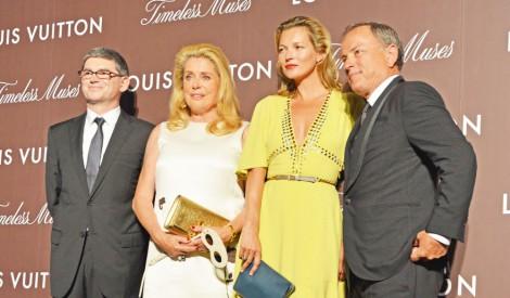 サムネイル ルイ・ヴィトン特別展『Timeless Muses』レセプションパーティに来場したモデルのケイト・モス(中央右)と仏女優のカトリーヌ・ドヌーブ(中央左) (C)oricon ME inc.