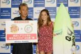 """BS12ch TwellVの年末特番『純次とアリッサの東京&ハワイ""""ぷら恋""""旅』の制作発表に出席した(左から)高田純次、アリッサ・ウーテン"""