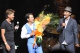 藤井フミヤの30周年ツアー初日にヒロミ(左)と木梨憲武(右)が祝福に駆けつけた 写真/三浦憲冶
