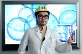 自分が見たいAKB48を選べるアプリを開発した川田十夢さん=9月29日放送の『情熱大陸』で実験(C)MBS