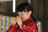 ある日、新鮮な卵のオムレツが食べたくなっため以子は学校の鶏小屋に忍び込む…(C)NHK