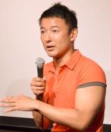 鍛えられた二の腕もチラリ…映画『朝日のあたる家』公開記念舞台あいさつに出席した山本太郎氏 (C)ORICON NewS inc.