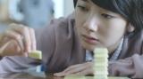 波瑠が出演する『森永ダース』のWEBムービーのワンシーン(第4話)