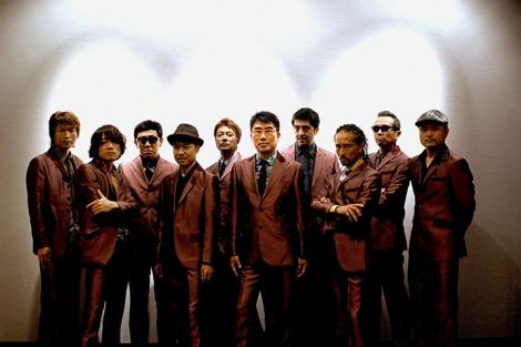 亀田誠治プロデューサー(中央)を迎え、バンドコラボ3部作に挑む東京スカパラダイスオーケストラ