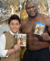 映画『バレット』のブルーレイ&DVDリリース記念イベントに出席した(左から)井戸田潤、ボブ・サップ (C)ORICON NewS inc.