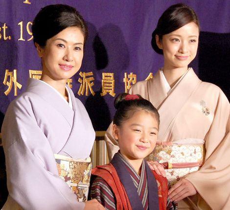 映画『おしん』外国特派員協会会見に出席した(左から)小林綾子、濱田ここね、上戸彩 (C)ORICON NewS inc.