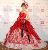 バラが散りばめられた細やかなデザインに注目!『Love Mary 4th コレクション記者発表会』に出席した篠田麻里子 (C)ORICON NewS inc.