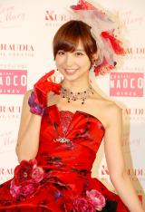 自身がプロデュースした赤のウェディングドレス姿を披露した篠田麻里子=『Love Mary 4th コレクション記者発表会』 (C)ORICON NewS inc.