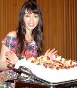 サプライズケーキに大喜び!29歳の誕生日を迎えた栗山千明 (C)ORICON NewS inc.