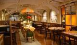 """3階のカフェ「カフェ・ド・オリビエ」は太陽や自然に包まれた""""テラス""""をイメージした空間"""