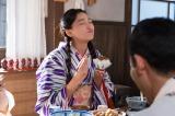 食べている間も表情がめまぐるしく変わるめ以子=NHK連続テレビ小説『ごちそうさん』(C)NHK