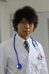 白衣姿ですが…今秋放送のドラマスペシャル『遺留捜査』に主演する上川隆也(C)テレビ朝日