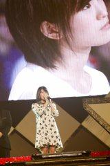 城恵理子の復帰発表を見つめる山本彩の姿がスクリーンに映し出された(C)NMB48