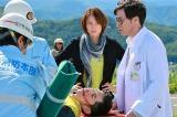 かつて未知子(中央・米倉涼子)と同じ病院で働き、現在は北海道・旭川の関連病院に勤めている外科医・原守(鈴木浩介)がゲスト出演=『ドクターX〜外科医・大門未知子〜』第1話より(C)テレビ朝日