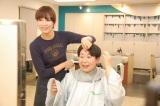 断髪式では共演の水川あさみが大島美幸の髪をバリカンで刈り上げた (C)ORICON NewS inc.