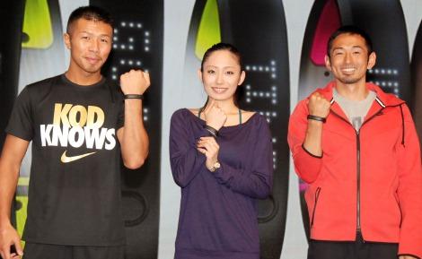 『Nike+FuelBand SE』国内発表会に出席した(左から)ボクシングの内山高志選手、安藤美姫選手、元陸上選手の為末大氏 (C)ORICON NewS inc.