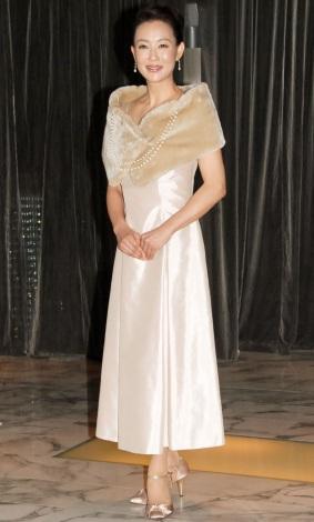 """上品な白のドレスで登場した床嶋佳子=フジテレビ系""""昼ドラ"""" 『天国の恋』制作発表会見 (C)ORICON NewS inc."""