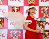 大きな羽が特徴の衣装に苦戦?=KFCクリスマスキャンペーン新CM発表会 (C)ORICON NewS inc.