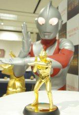 純金製のウルトラマンがお披露目 金額は1050万円! (C)ORICON NewS inc.