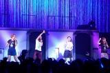 MAXのライブにサプライズ出演した椿鬼奴(左から3番目) (C)ORICON NewS inc.