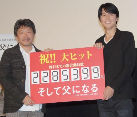 映画『そして父になる』ティーチインイベントに出席した(左から)是枝裕和監督、福山雅治 (C)ORICON NewS inc.