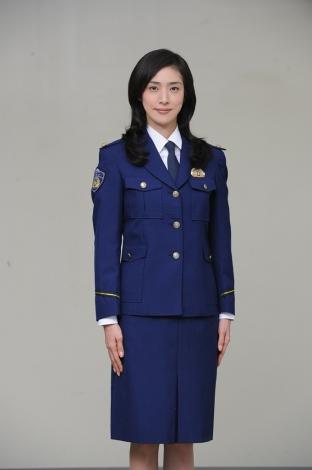 天海祐希、来年1月の新ドラマ『緊急取調室』に主演。女性初のSITの長として活躍した叩き上げの女刑事に転機が訪れる…(C)テレビ朝日