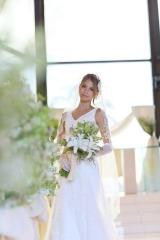 自身がプロデュースしたドレス&ウェディングプランでハワイ挙式を行った吉川ひなの