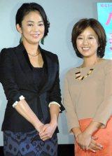 映画『ハダカの美奈子』完成披露舞台あいさつに出席した(左から)中島知子、美奈子 (C)ORICON NewS inc.