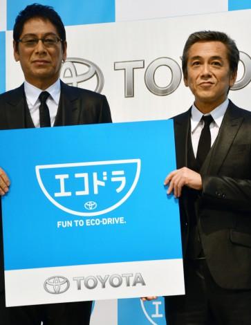トヨタの体験型施設「MEGA WEB」のリニューアルイベントに登場した大杉漣(左)と寺島進(右) (C)oricon ME inc.