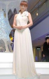 白の清楚なドレスで登場した華原朋美 (C)ORICON NewS inc.