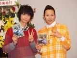 DVDリリースイベントを開催した、D-BOYS鈴木裕樹(左)と荒木宏文。(C)De-View