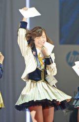 2巡目最多競合の川本紗矢さんを引き当て歓喜する島崎遥香(撮影:鈴木かずなり)