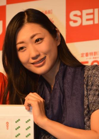 サムネイル 『西友2013年冬のギフトキャンペーン』記者発表会に登場した壇蜜 (C)ORICON NewS inc.