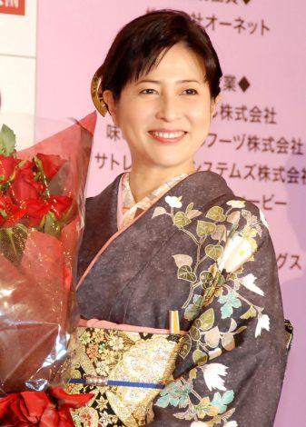 『いい夫婦 パートナー・オブ・ザ・イヤー2013』授賞式に出席した岡江久美子 (C)ORICON NewS inc.