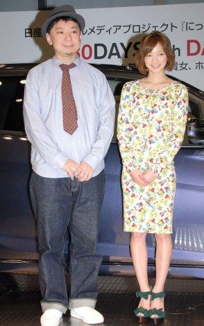 『日産 DAYZ』ガチ検証イベントに出席した(左から)鈴木おさむ、芹那 (C)ORICON NewS inc.