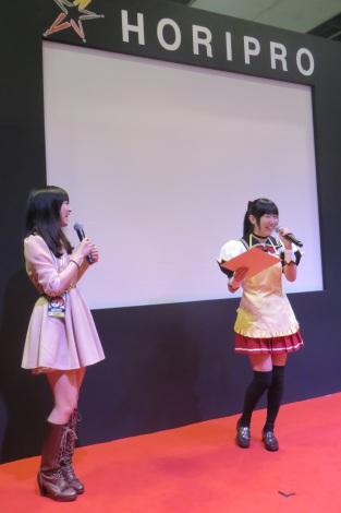 ミニスカート姿の大橋彩香さん