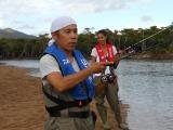 初の本格的な釣り番組が始動したナイナイ岡村(左)とゲスト出演の森泉(C)BS日テレ
