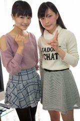 キャプテン穴井千尋(左)との記念写真(C)AKS