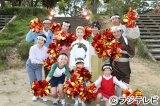12月1日放送のドラマ版『サザエさん』で磯野家の面々と水前寺清子が「三百六十五歩のマーチ」を歌って踊る