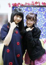 チームB1位指名の横島亜衿さんとキャプテンの梅田彩佳 (C)AKS
