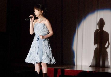 会見で劇中歌を歌唱した平野綾 (C)ORICON NewS inc.