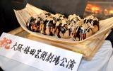 堂本光一へのサプライズプレゼント!大阪からはお菓子でできた巨大たこやき (C)ORICON NewS inc.