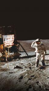 アポロ16号から月面に降り立つ宇宙飛行士(写真提供:NASA)