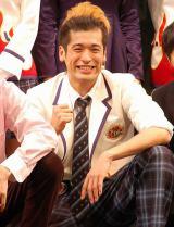 舞台『高校中パニック!小激突!!』に出演している佐藤隆太