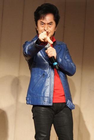 アニメ『となりの関くん』製作発表会で劇中歌を熱唱する水木一郎 (C)ORICON NewS inc.
