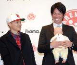 『第6回ペアレンティングアワード』授賞式に出席した(左から)Bose、前田健太 (C)ORICON NewS inc.