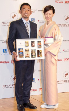 日本インスタントコーヒー協会『My Favorite Coffee Time』フォトコンテスト表彰式に出席した(左から)為末大、ともさかりえ (C)ORICON NewS inc.