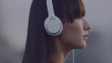 シシド・カフカが出演する『LOVE MUSIC』の新作動画『Life with Headphones』