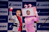 北海道で専務と言えば「ブギウギ専務」と言われた人気番組が初のDVDを発売。東京・銀座でイベントを開いたウエスギ専務(左)とわくちん係長(右)